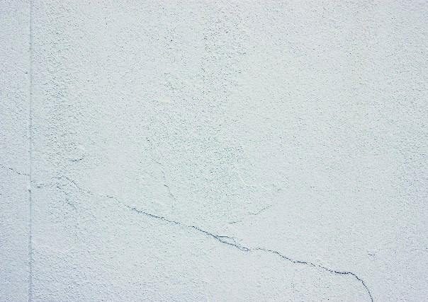外壁塗装を堺市でお考えの方、気をつけて欲しい外壁の劣化「クラック」